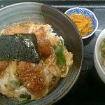 ゆ釜 - カツ丼(800円税込)小うどんが付いてきます。