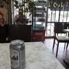 三島屋 - ドリンク写真:飲物はケースから自分で取るセルフスタイル