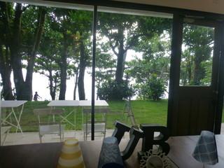 ULTRA BLUE - 店内から庭と海が見えます!