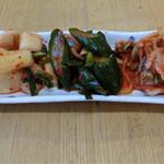 韓国家庭料理 青山 - H28.8月 キムチ盛り合わせ