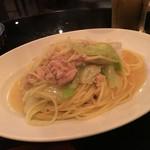 スタンディングダイナー ハナ - キャベツとツナのペペロンチーノ800円
