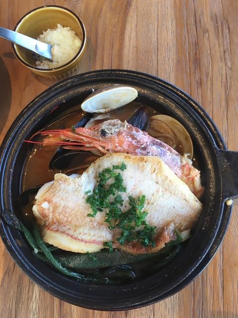 Restaurant L LOTA - 大きな鯛の切り身と・エビ・ムール貝など、盛りだくさん!!!エビ、大きいです^^