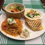 パステルイタリアーナ - 春のCafe風 ごちそうワンプレート(ぷりぷり海老とアボカドのパスタ、熱々のクリームドリア、チーズがとろけるパニーニ、さっぱりフルーツサラダ、ごろごろポテトサラダ)