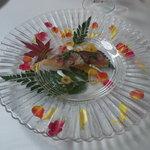 モナリザ 恵比寿店 - アミューズは鯖的な感じ。お皿がステキです