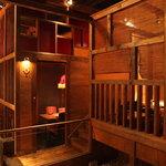 とりひめ - 古民家を想わせる温かみのある店内空間