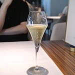 レストラン ローブ - Champagne Brut Blanc de Blancs NV Pierre Peters