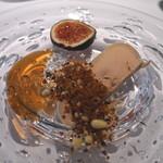 レストラン ローブ - 前菜2:フォアグラのコンフィ 無花果 松の実、赤紫蘇、パンデピスと共に