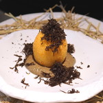 レストラン ローブ - 前菜3:土佐ジロー卵 きのこのソースで、オーストラリアのトリュフを振りかけて