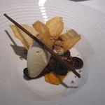 レストラン ローブ - デセール:朝採れのごちそう茄子 タイム オレンジのマーマレード、チョコレート、黒オリーブと共に