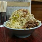 55151066 - 富士丸ラーメン850円。野菜マシニンニク入り。 横からのフォルムは正に富士山!