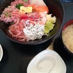 55156808 - 黒海鮮丼