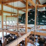 平塚漁港の食堂 - 2Fから見た店内