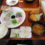 平塚漁港の食堂 - おまかせ刺身5点地魚フライ膳2016.08.24