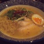 ラーメン わんさか - 鶏白湯らーめん(半卵入り)極細麺 860円 (2016年6月)