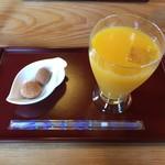茶屋 伊路端 - 料理写真:温州みかんジュース 400円