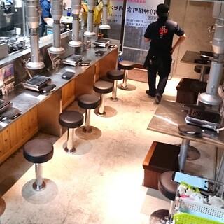 神保町食肉センター 赤羽店 - おひとりさま対応の1階席