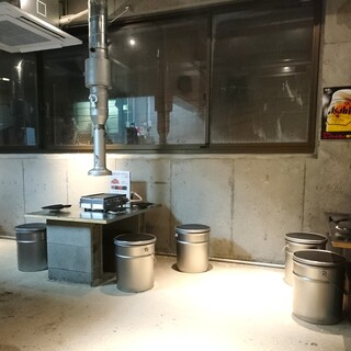 神保町食肉センター 赤羽店 - 2階席。ローテーブルです