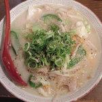 天満寅蔵 - 野菜たっぷり!とんこつ味の『寅蔵ラーメン』 680円