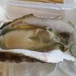 万代島鮮魚センター - 秋田産の生牡蠣