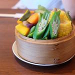 55183159 - 旬の野菜色々入ったセイロ蒸し                         (友人の一眼レフ撮影バージョン)