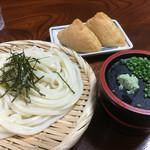 泉屋 - 料理写真:ざるうどん(*´д`*)380円 お稲荷さん2個(*´д`*)190円