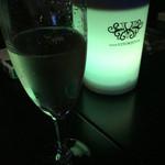 V2 TOKYO - 乾杯のシャンパン