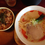 らーめん寺子屋久我 - 料理写真:ごま辛味そばとミニチャーシュー丼