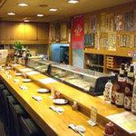 石松寿司 - お酒も沢山あり、座敷もあり、くつろげます。