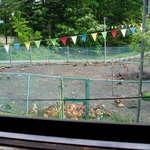 浅間とり牧場 - お座敷から養鶏場を見た写真。もう少し遠くから撮ればよかった。