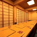 錦 - 2階には宴会の出来る20名様までの個室をご用意しております。