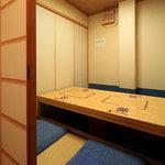 錦 - 個室もご用意しておりますので、ごゆっくりおくつろぎください。