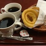 55208351 - ブレンドコーヒー と オニオンフライ 16.8②