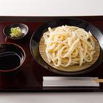 平次のおうどん - 料理写真:つけうどんです。トッピングに天ぷらをご注文いただければなお美味しくお召し上がりいただけます。