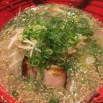 博多ラーメンげんこつ - 塩とんこつ鶏ガラ スープ