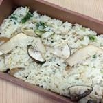 旬菜 おぐら家 - おぐら家・松茸の土鍋炊き込みご飯(お土産)