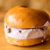 123ベーグル - 料理写真:2016.8 プレーン(190円)+クリームチーズブルーベリー(400円)
