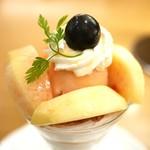 京橋千疋屋 - 白桃のパフェ