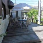 ベーカリー&カフェ ナグラ - 外にテーブル席あります