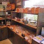 ベーカリー&カフェ ナグラ - おいしそうなパンが並んでいます