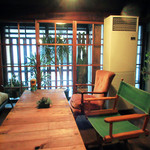 cafe zuccu - 大きなテーブル席