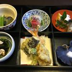 55214534 - 松花堂弁当@3,000円                       お刺身、天ぷら、おそば、煮物、ご飯、汁物、甘味のセットです。