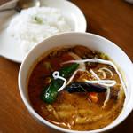 スパイスカフェ ベロデカ - 上富良野産豚角煮黒旨スープカレー ¥1,300