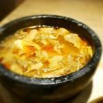 博多 焼肉慶州 - 石鍋で熱々の牛すじ煮込み