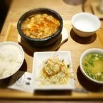 博多 焼肉慶州 - 焼肉屋さんの牛すじ煮込み定食¥900