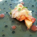 55219127 - オマール海老、桃と穂紫蘇