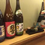 がんぎ - カウンター席に日本酒
