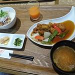オリーブチャオ - 料理写真:四元豚の酢豚 黒酢風味&ねぎチャーシューの小どんぶり