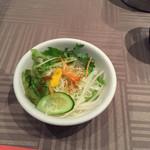 プラチナバード横浜 - ランチセットの有機野菜サラダ。