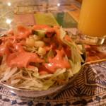 55224997 - サラダとマンゴージュース