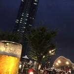 55225189 - 生ビールとビル!
